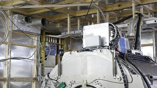 Изображение клетки Фарадея в МРТ комнате: стены и потолок